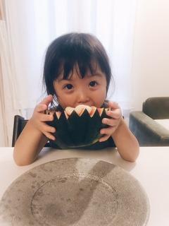 7月9日繍白玉西瓜かぶりつく.jpg